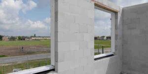 Écoconstruction Quelle différence entre parpaing et brique ?